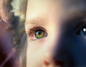 潜在意識を蓄積していく少女の画像