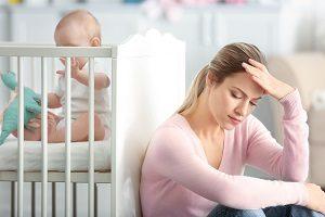 育児ストレスを抱えている女性
