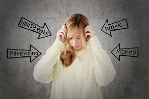 ストレスを抱える女性の画像