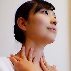首筋のリンパを流している画像